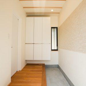 玄関土間スペース|高知県O様邸注文住宅施工実績 すべてのお部屋が南向きお家