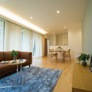 リビング|高知県土佐市A様邸注文住宅施工実績 ガレージのあるL型の家