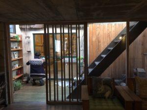 高知市注文住宅SAIスタッフ長山の窓ふき写真|高知市注文住宅SAI