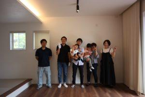 香南市野市町M様邸全員集合写真|高知市注文住宅SAI