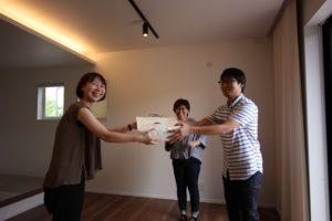香南市野市町M様邸からお菓子を頂いた写真|高知市注文住宅SAI